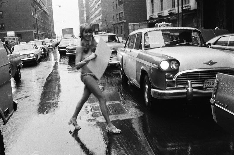 bottomsup16 За 40 лет до Femen   акция топлесс в Нью Йорке 1971 года