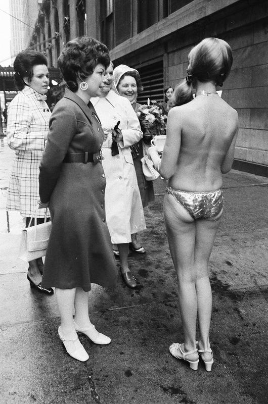 bottomsup18 За 40 лет до Femen   акция топлесс в Нью Йорке 1971 года