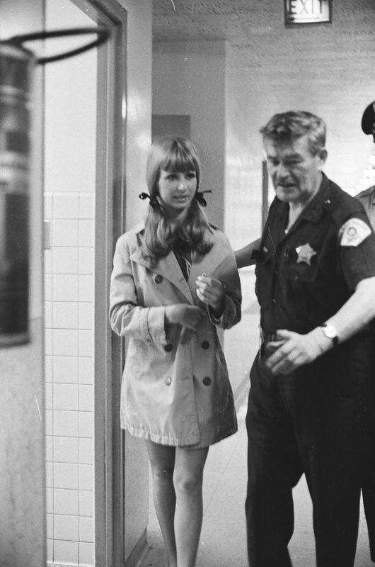 bottomsup26 За 40 лет до Femen   акция топлесс в Нью Йорке 1971 года