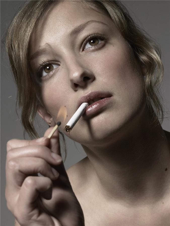 famouswoman 17 37 роковых красавиц и сигареты