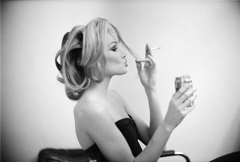 famouswoman 24 37 роковых красавиц и сигареты