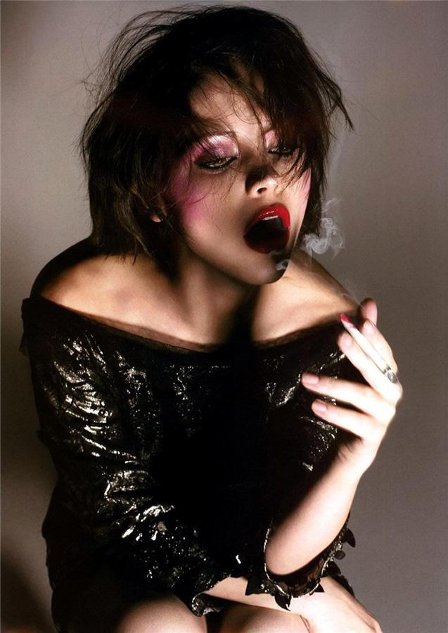 famouswoman 36 37 роковых красавиц и сигареты