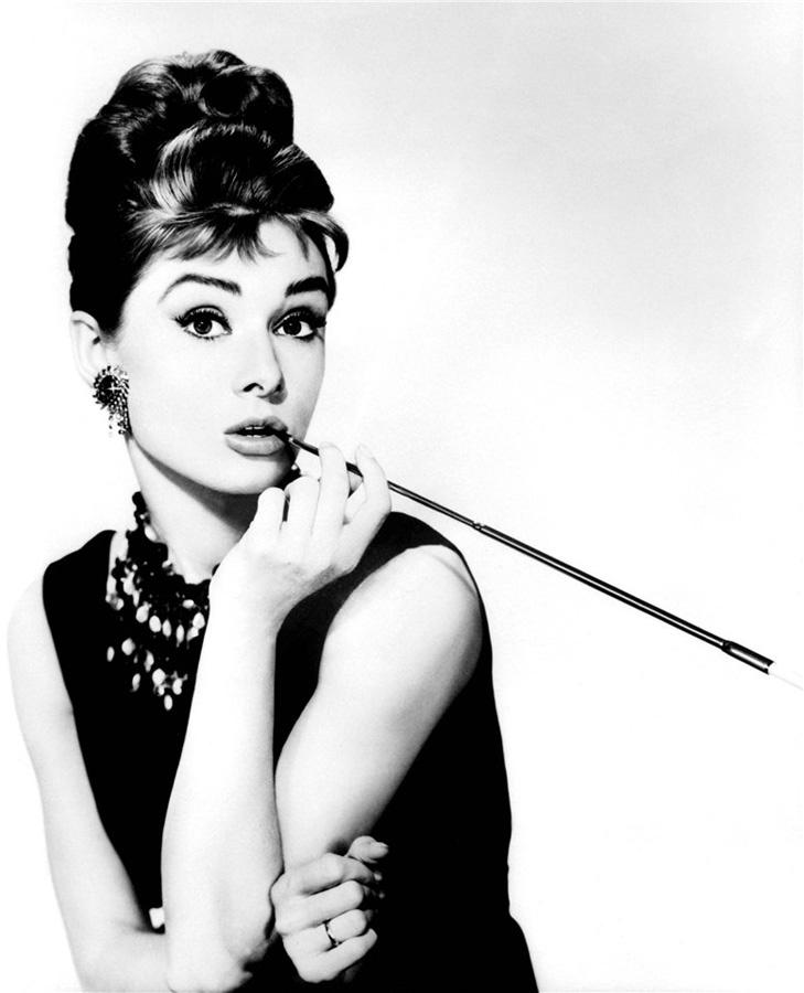 будут старые фото известных актрис с сигаретой разносторонний
