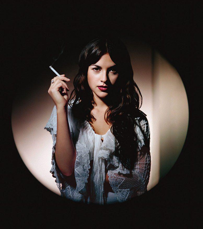famouswoman 8 37 роковых красавиц и сигареты