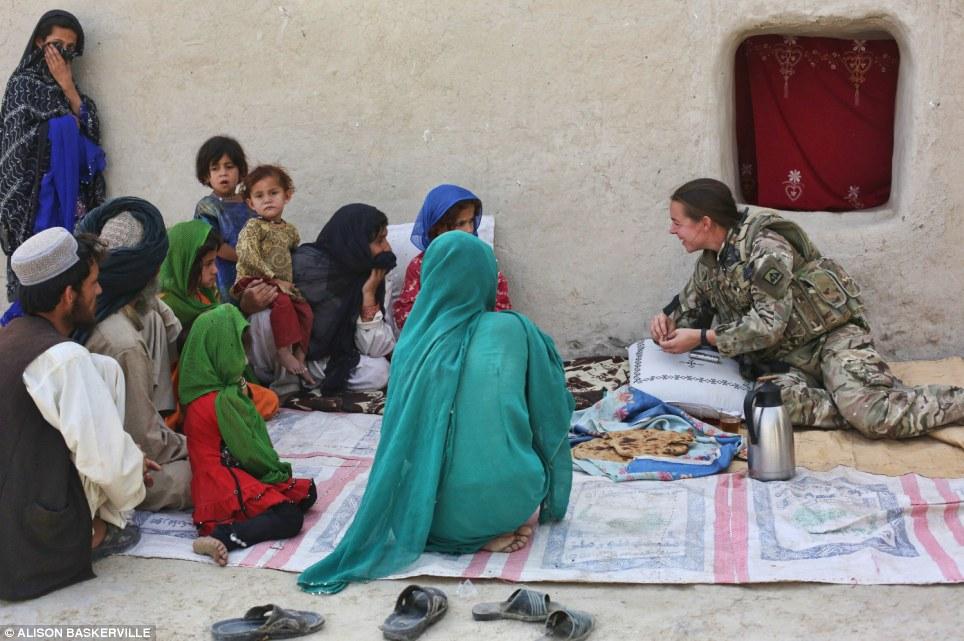 girls life in the Army 2 Будни британских женщин военнослужащих в Афганистане