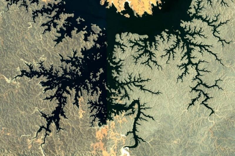 Фрактальные узоры на поверхности Земли