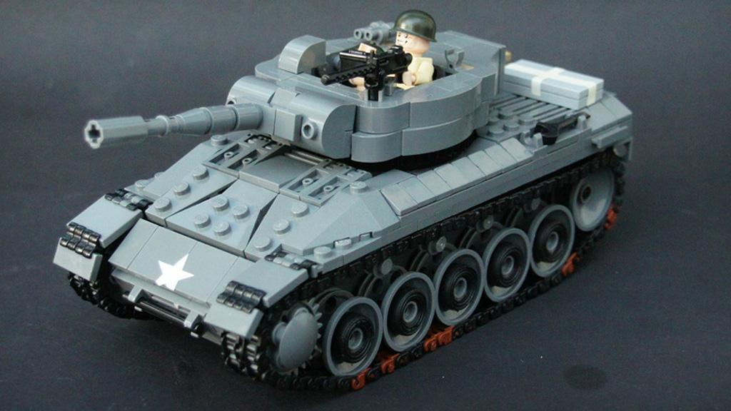 Теперь он превратился в настоящего гения Lego, который строит самые лучшие танки.