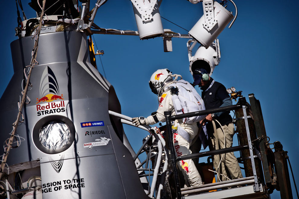 прыжок из космоса фото условно