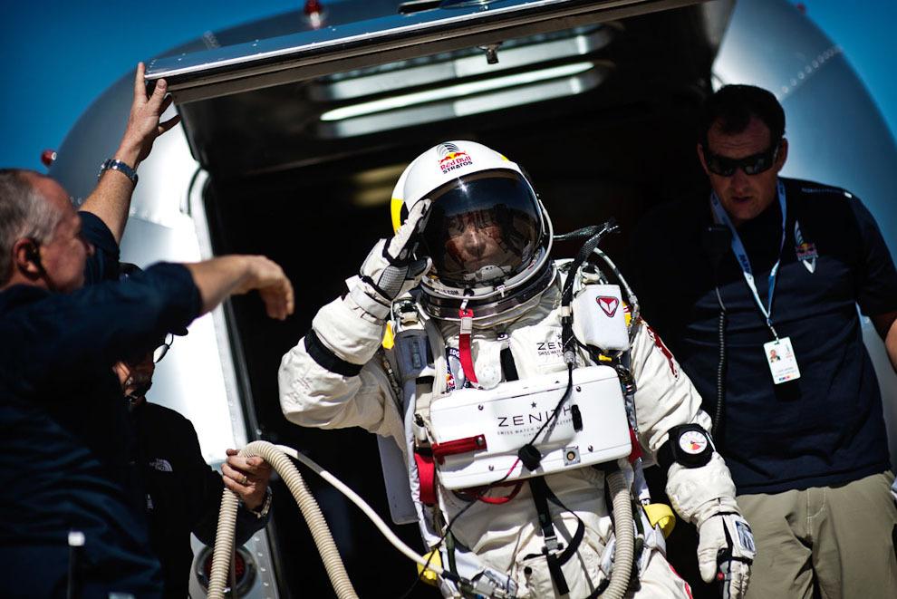 space03 Феликс Баумгартнер совершил прыжок изкосмоса
