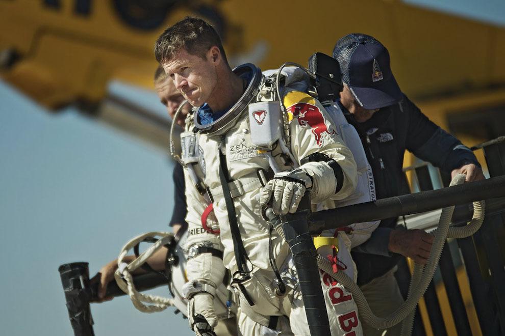 space04 Феликс Баумгартнер совершил прыжок изкосмоса