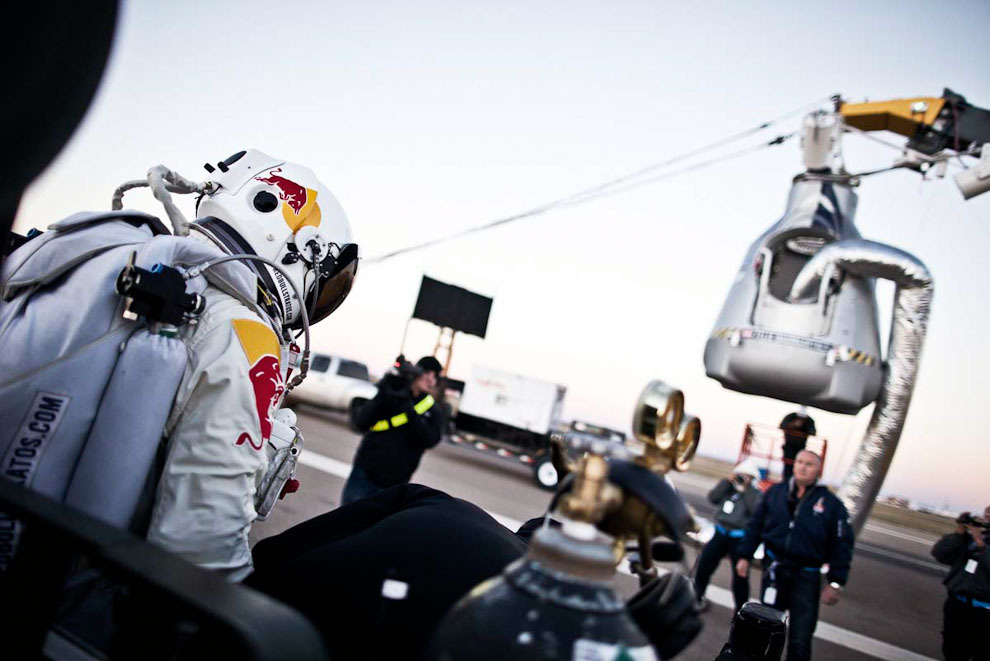 space06 Феликс Баумгартнер совершил прыжок изкосмоса