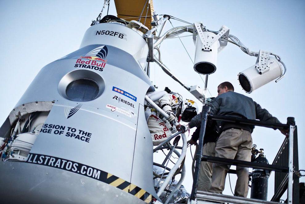 space09 Феликс Баумгартнер совершил прыжок изкосмоса