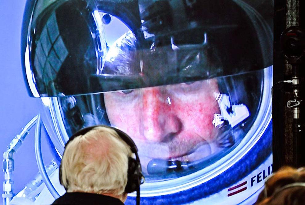 space10 Феликс Баумгартнер совершил прыжок изкосмоса