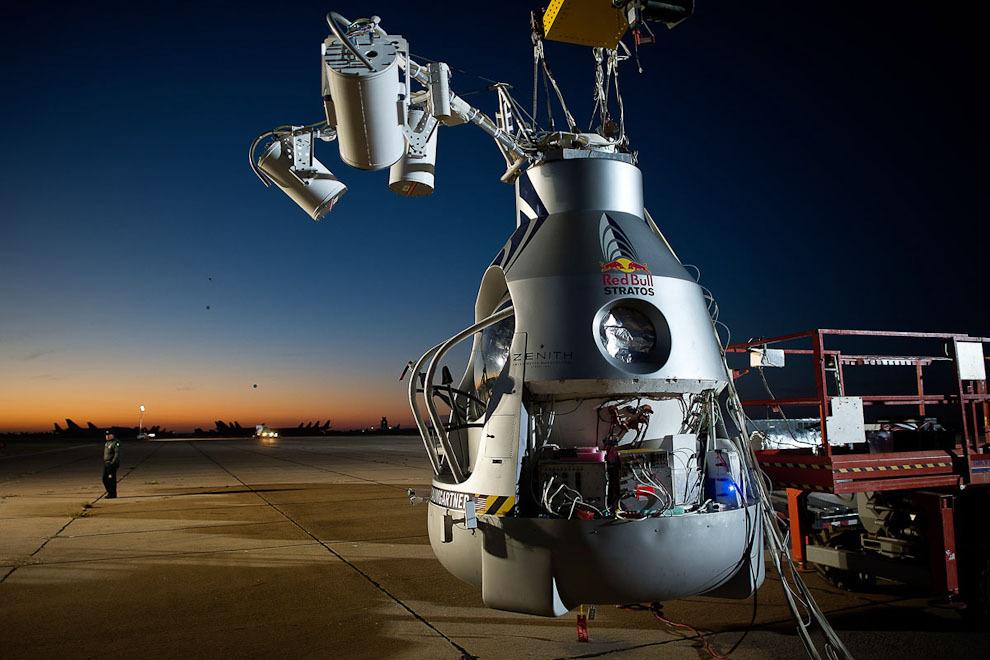 space11 Феликс Баумгартнер совершил прыжок изкосмоса