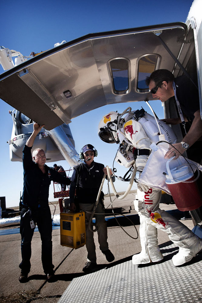 space13 Феликс Баумгартнер совершил прыжок изкосмоса