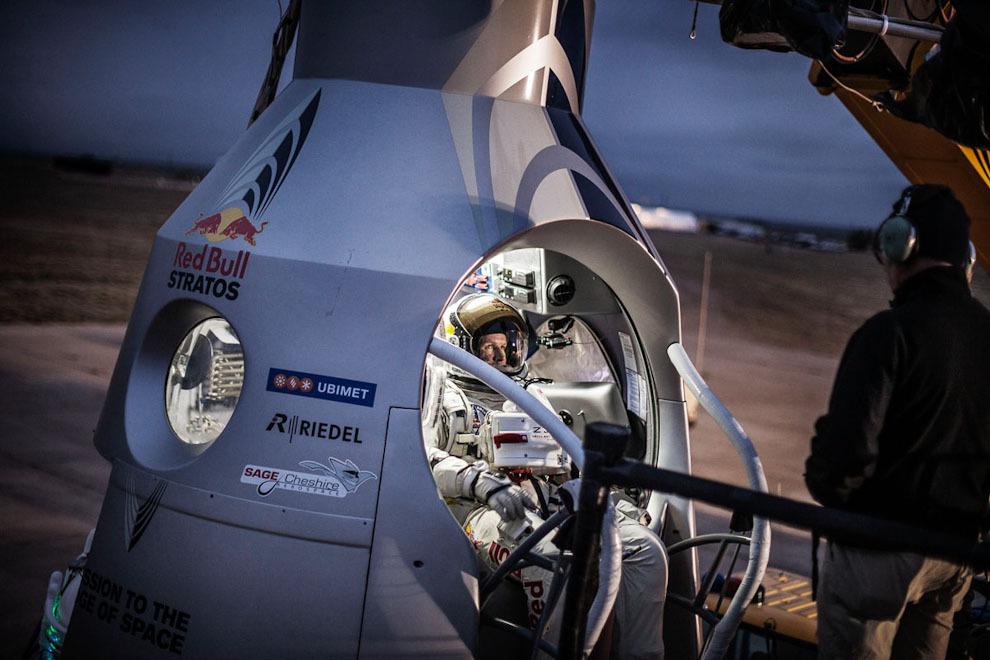 space14 Феликс Баумгартнер совершил прыжок изкосмоса