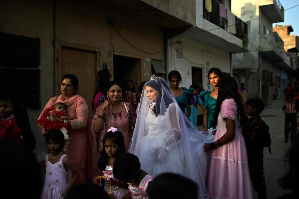 Семья на фотографиях со свадьбы