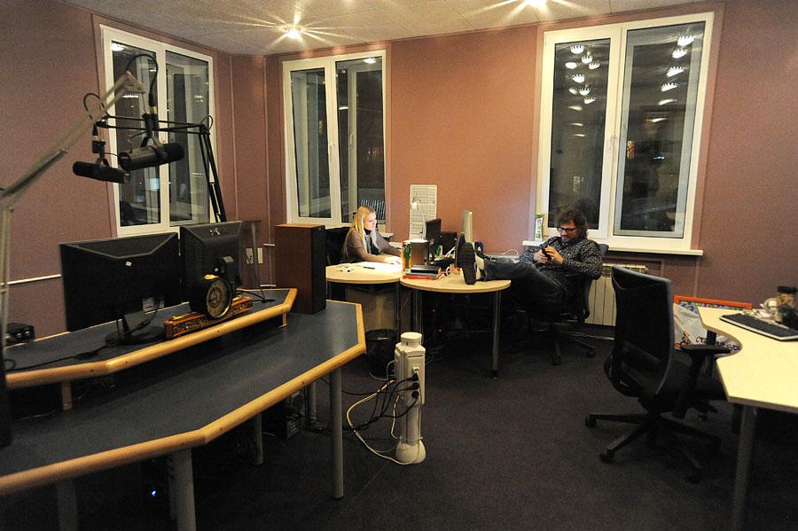 1017 А я болею от радио, радио, радио, радио...