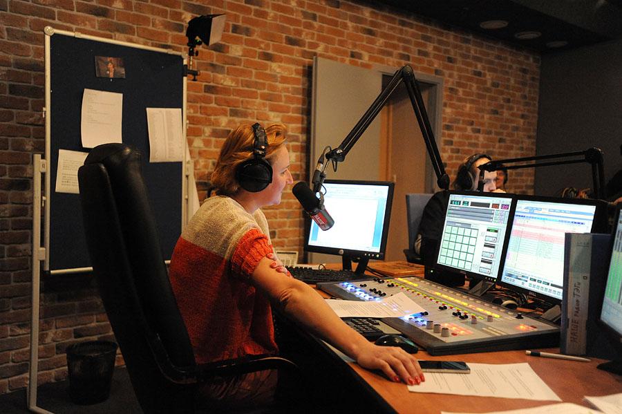 2311 А я болею от радио, радио, радио, радио...