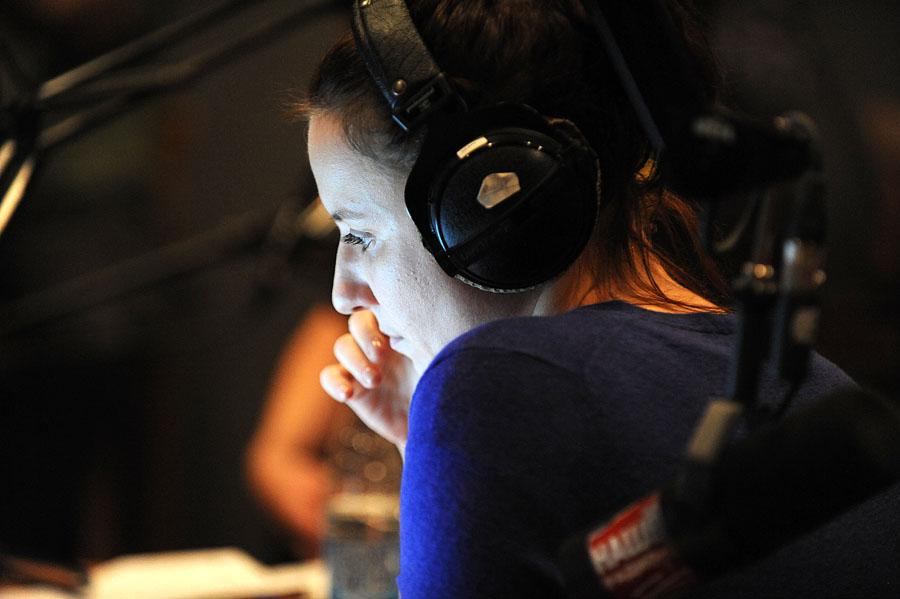 2410 А я болею от радио, радио, радио, радио...
