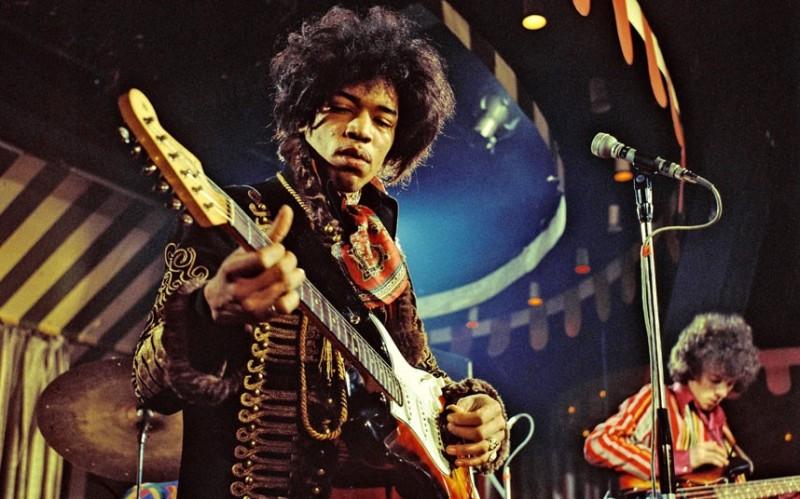 The greatest guitarists 1 800x499 Джими Хендрикс и еще 19 величайших гитаристов современности