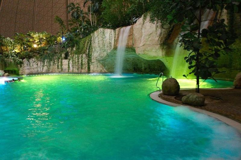 Tropical Island Resort 8 В Германии открыт крупнейший в мире крытый тропический курорт