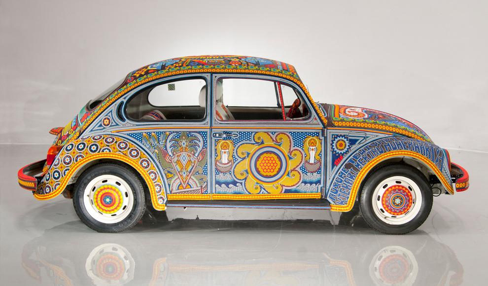уникальный Volkswagen Beetle 1990 года выпуска полностью покрыт бисером.
