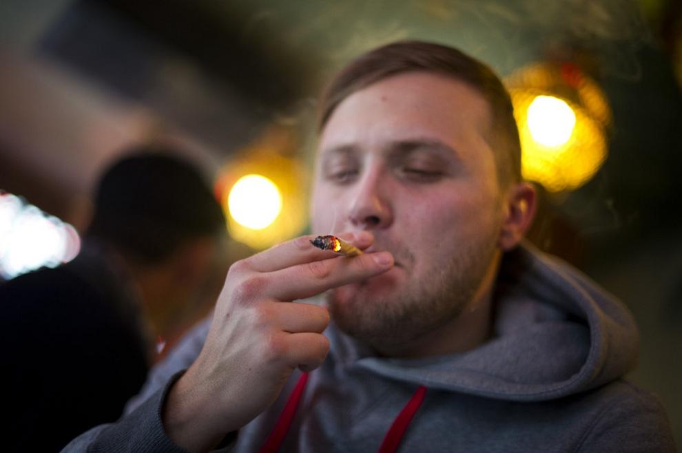 Курение марихуаны в амстердаме туристу как выращивать коноплю на балконе