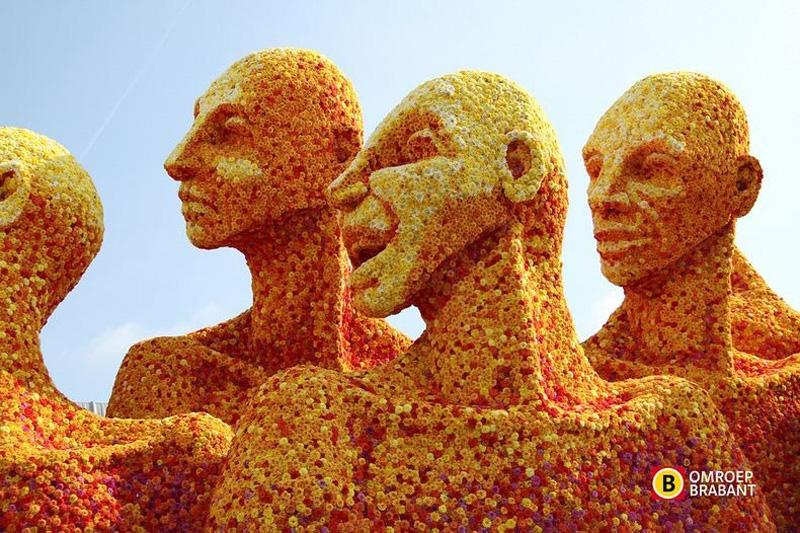 flowersculptures 3 Грандиозные скульптуры из цветов в голландском Зюндерте