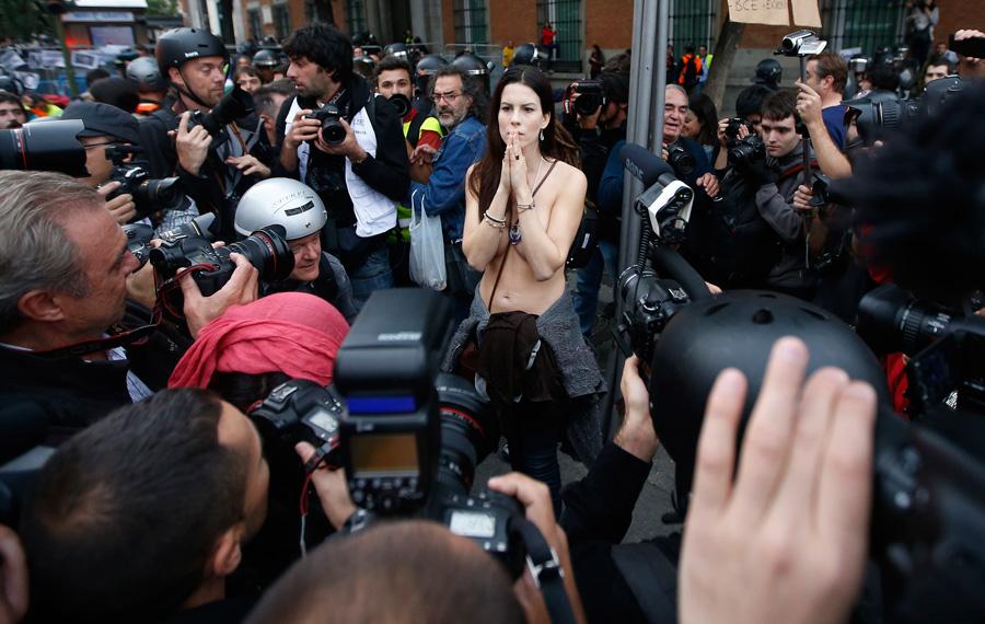 Топлесс протест против порнографии