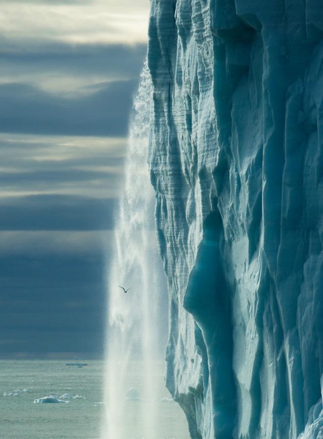 Огромные водопады в ледниках заповедника Свальбард Svalbard-10