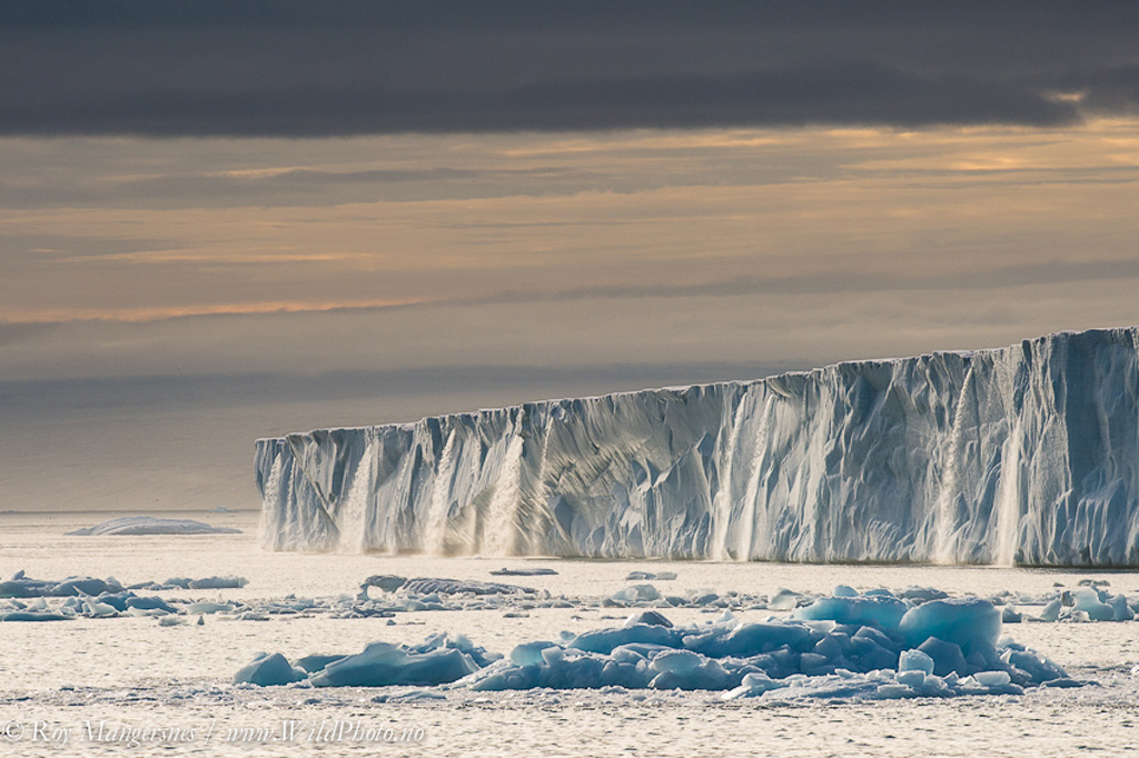 Огромные водопады в ледниках заповедника Свальбард Svalbard-2