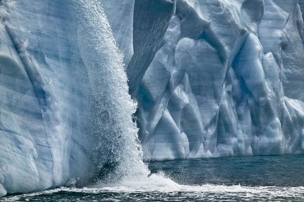 Огромные водопады в ледниках заповедника Свальбард Svalbard-4