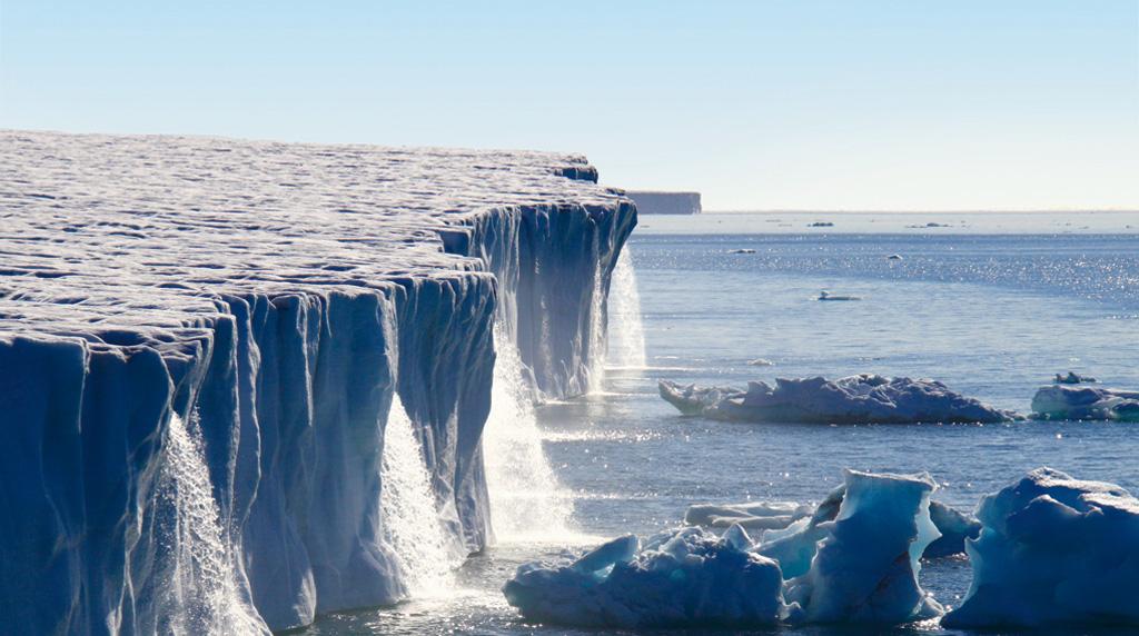 Огромные водопады в ледниках заповедника Свальбард Svalbard-9