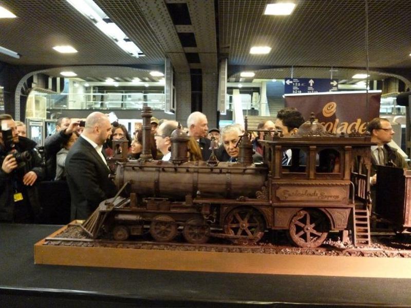 Фото шоколадных поезд негритосок, порнография миссионерская поза