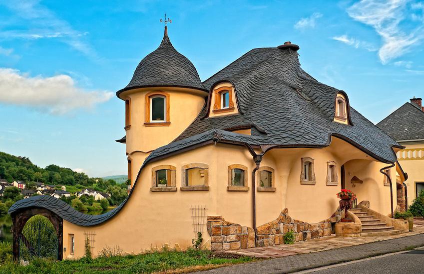 Сказочная постройка дома