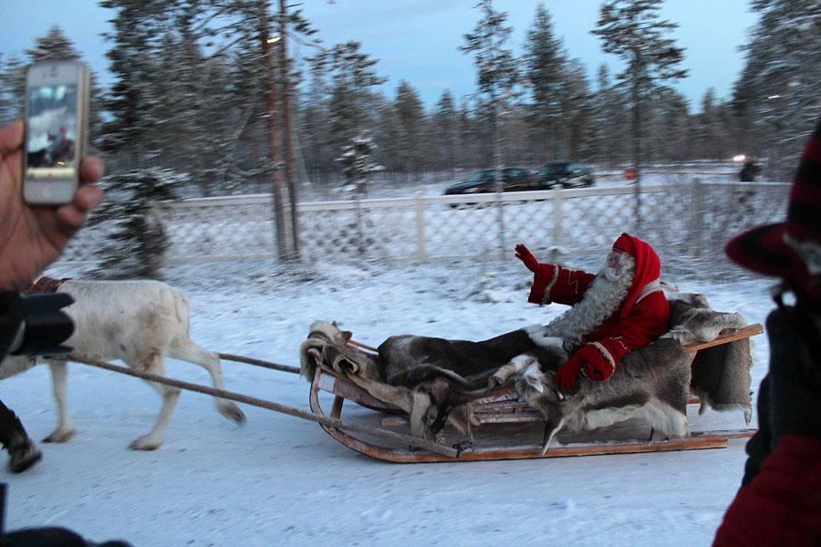101 MINI едет к Санта Клаусу