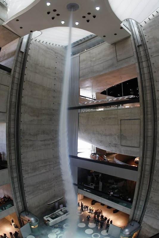 Artificial Tornado 1 Искусственный торнадо в музее Mercedes Benz