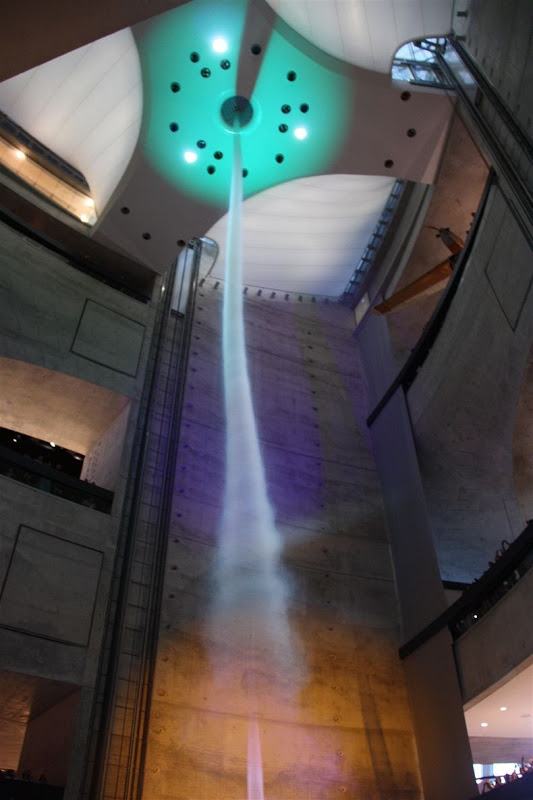 Artificial Tornado 6 Искусственный торнадо в музее Mercedes Benz