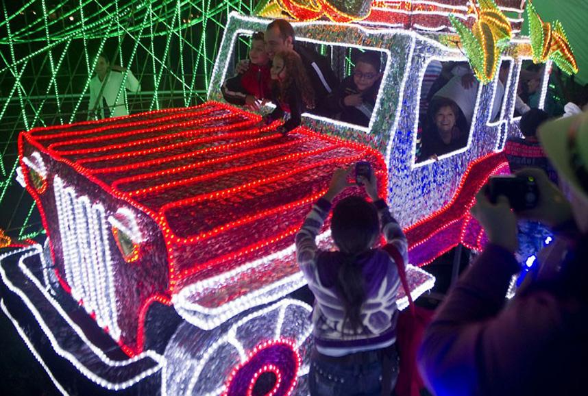 Christmas trees and lights 11 Ёлки и праздничные огни по всему миру