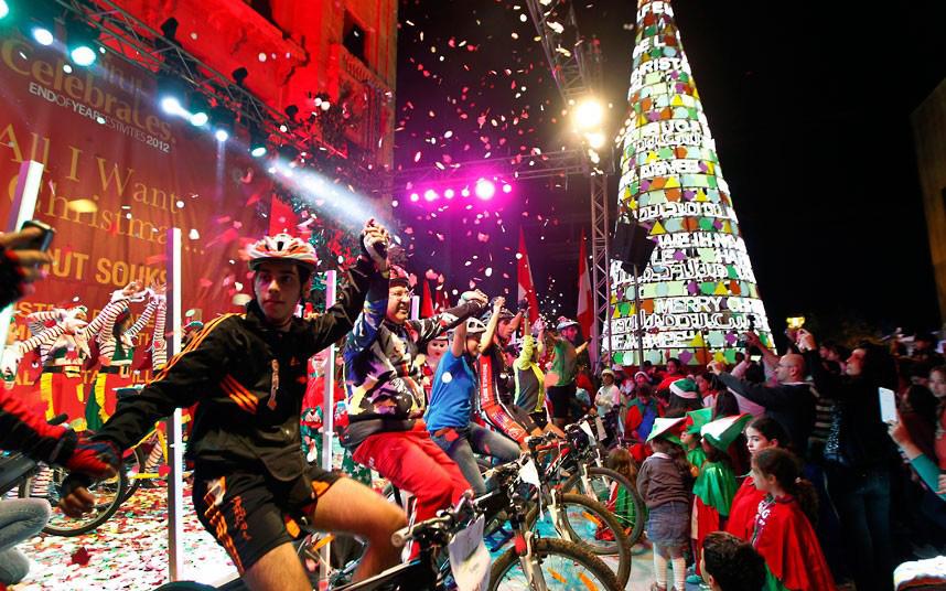 Christmas trees and lights 8 Ёлки и праздничные огни по всему миру