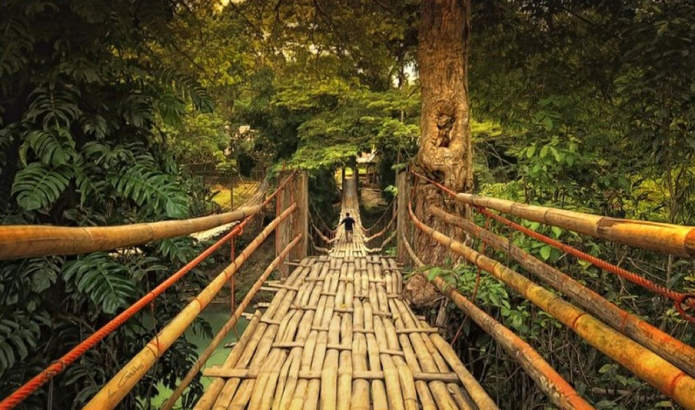 http://bigpicture.ru/wp-content/uploads/2012/12/Insane-Hanging-Bridges-11.jpg