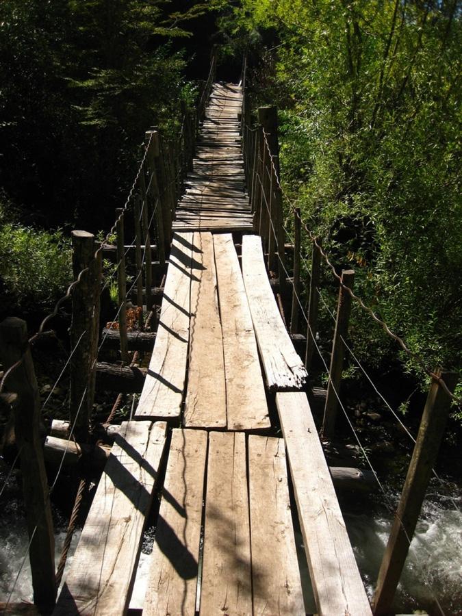 http://bigpicture.ru/wp-content/uploads/2012/12/Insane-Hanging-Bridges-13.jpg