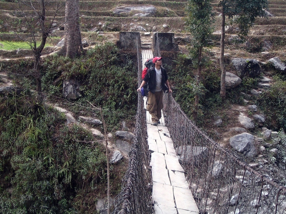 http://bigpicture.ru/wp-content/uploads/2012/12/Insane-Hanging-Bridges-16.jpg
