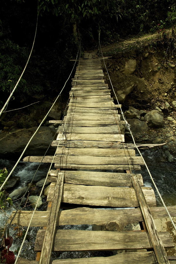 http://bigpicture.ru/wp-content/uploads/2012/12/Insane-Hanging-Bridges-17.jpg