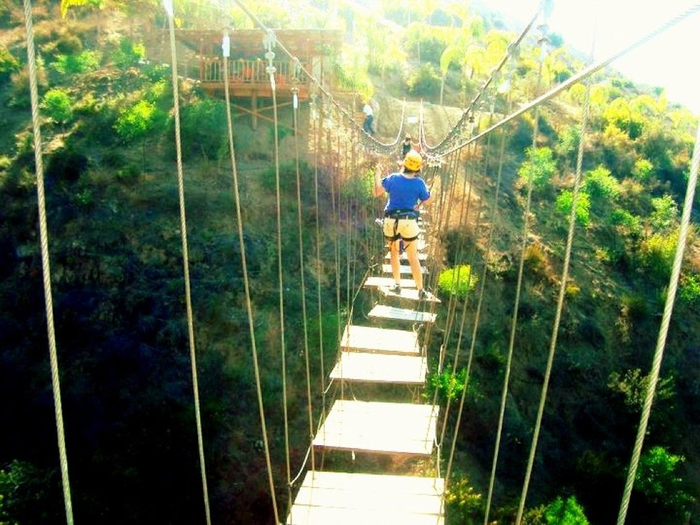 http://bigpicture.ru/wp-content/uploads/2012/12/Insane-Hanging-Bridges-20.jpg
