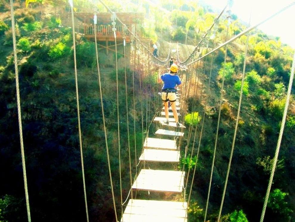 http://bigpicture.ru/wp-content/uploads/2012/12/Insane-Hanging-Bridges-20.jpg