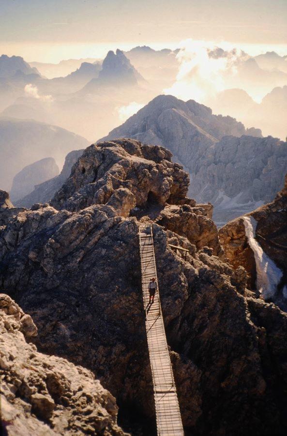 http://bigpicture.ru/wp-content/uploads/2012/12/Insane-Hanging-Bridges-23.jpg