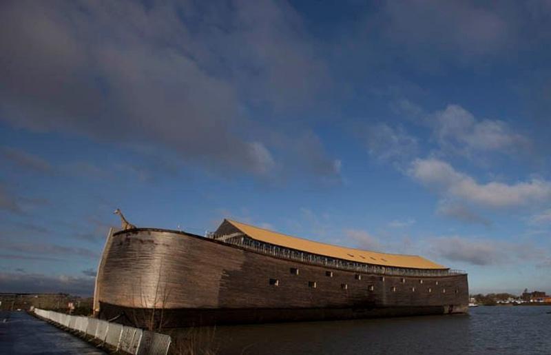 Йохан Хуиберс (Johan Huibers) за 3 года построил полномасштабную копию Ноева...