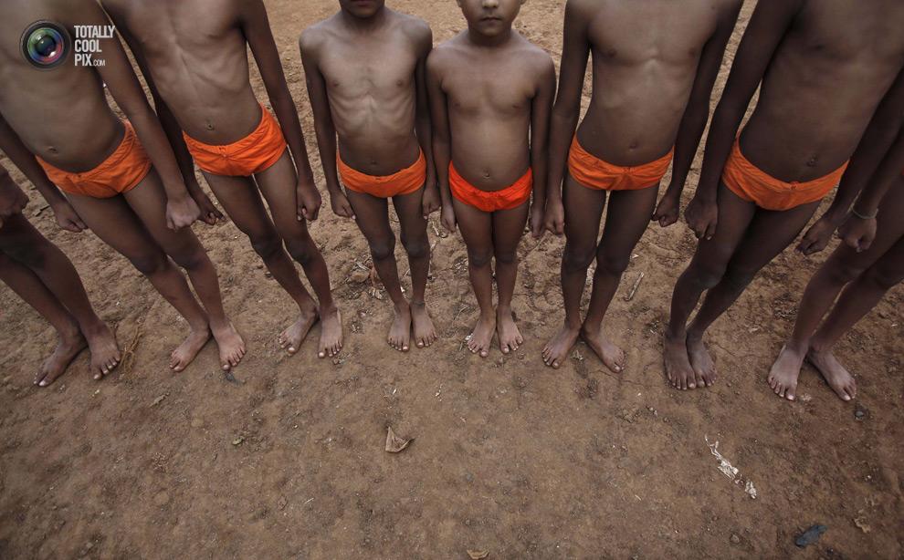 THE ANCIENT INDIAN SPORT OF MALLAKHAMB 12 Маллакхамб – это древний индийский вид спорта